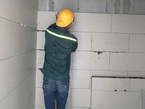 ốp gạch chống thấm tường