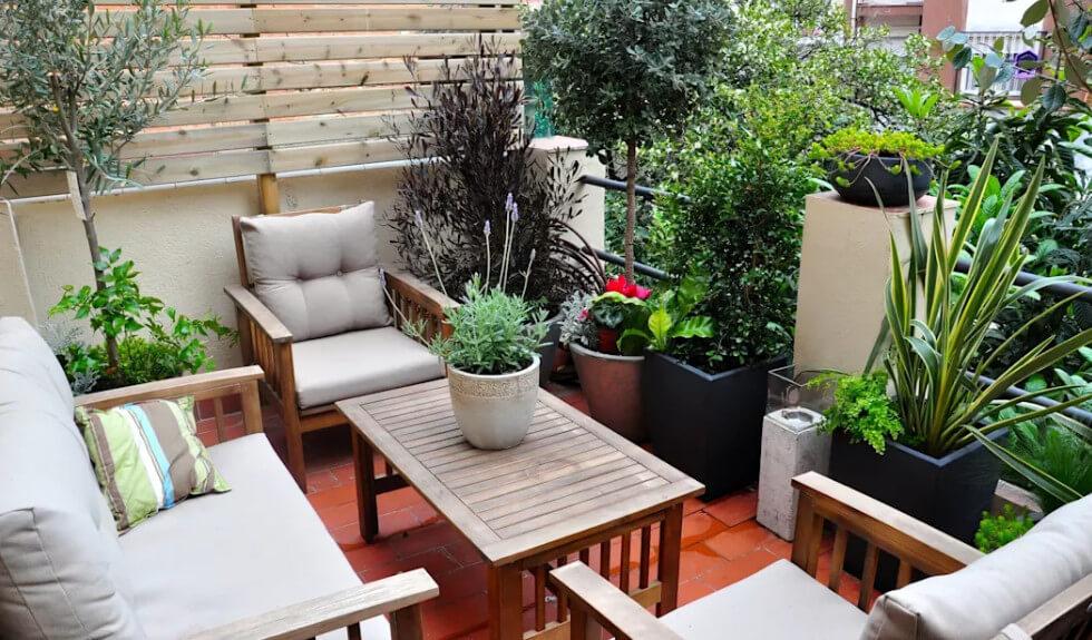 Vườn sân thượng với không gian bé