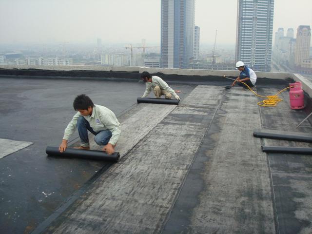 chống thấm dột nhà mái bằng