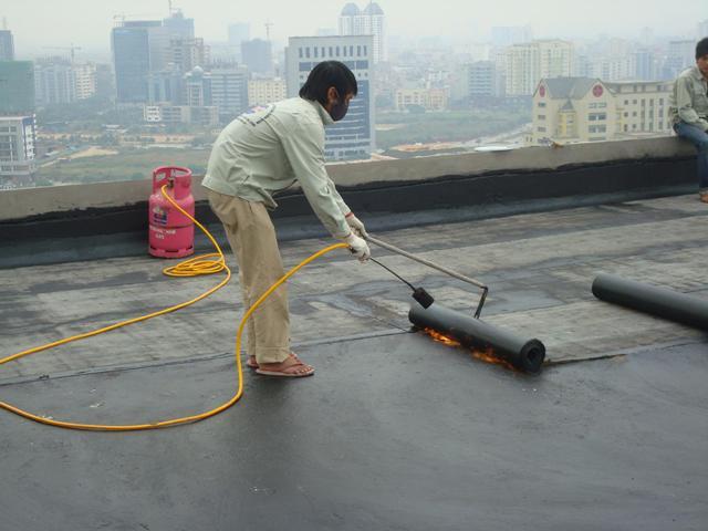 Nên dùng màng khò hay sika để chống thấm trần tại Thanh Trì.2