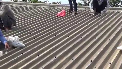 chống thấm mái tôn