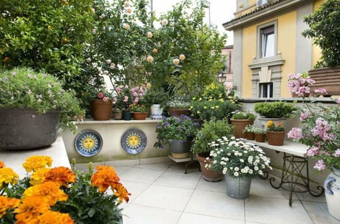 Vườn hoa lãng mạn - gạch lát sân thượng chống thấm