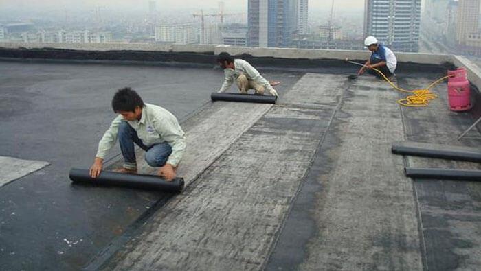 Thi công chống thấm sân thượng bằng tấm trải Bitum membrane